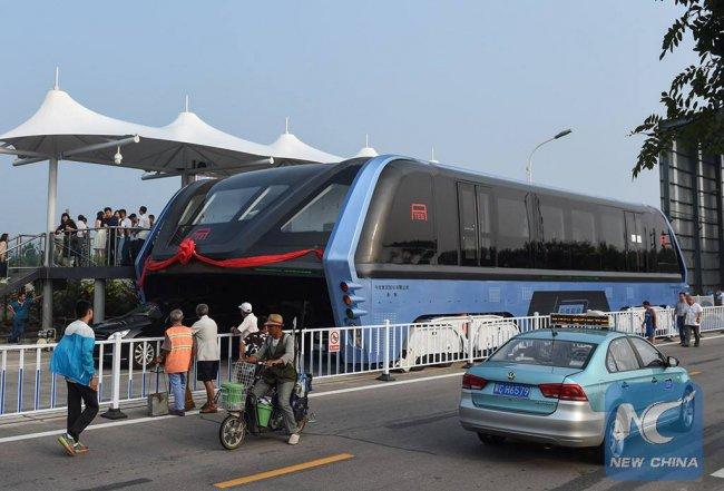В Китае проверку прошел автобус-портал