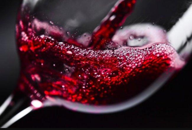 Еще одно полезное свойство красного вина