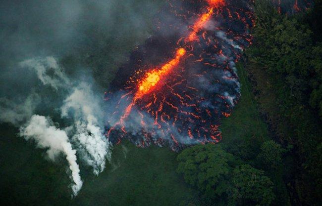 Пугающее и завораживающее извержение вулкана на Гавайях 2
