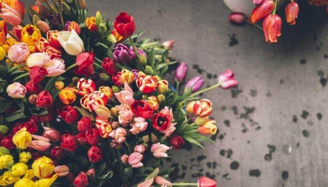 В чём преимущества доставки цветов в СПб? 2