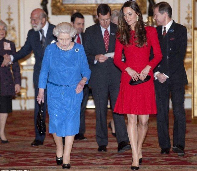 Елизавета II и Кейт Миддлтон появились вдвоем на публике