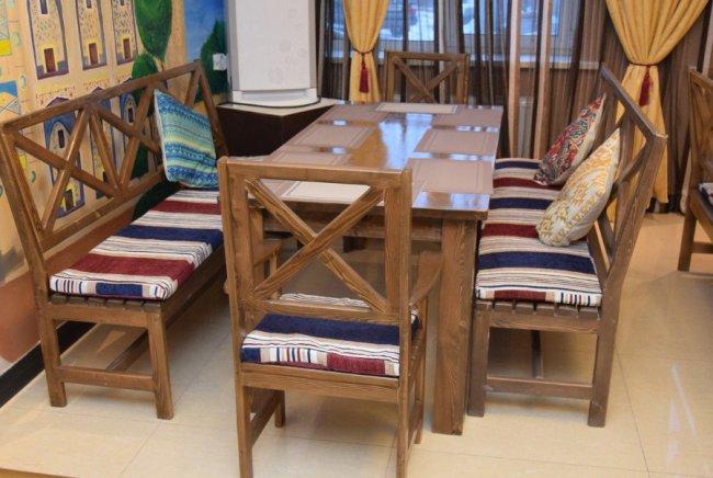 Мебель из массивного дерева