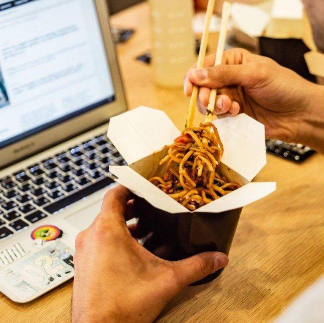 Актуальность служб доставки еды: кто чаще всего пользуется услугой