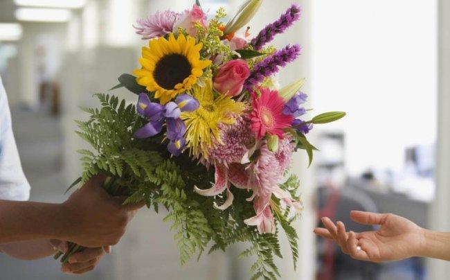 Как выбрать цветы для адресной доставки?
