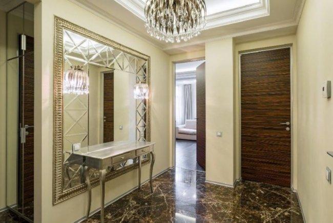 Зеркальное панно в интерьере дома
